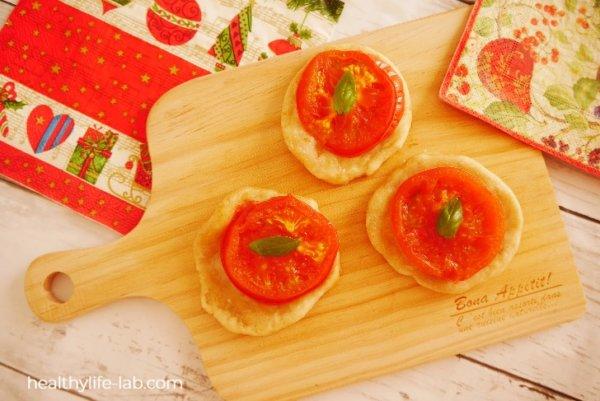 トマトの即席ミニピザの写真