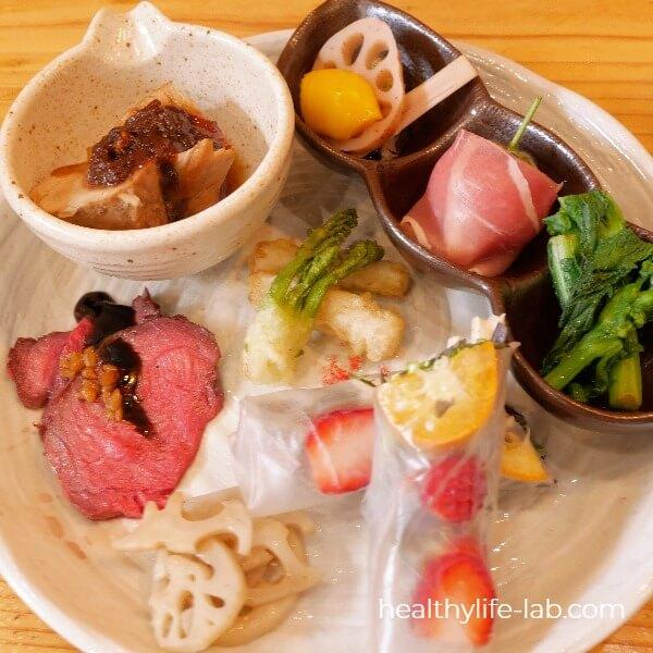 ランチプレート 8種類のお惣菜の写真